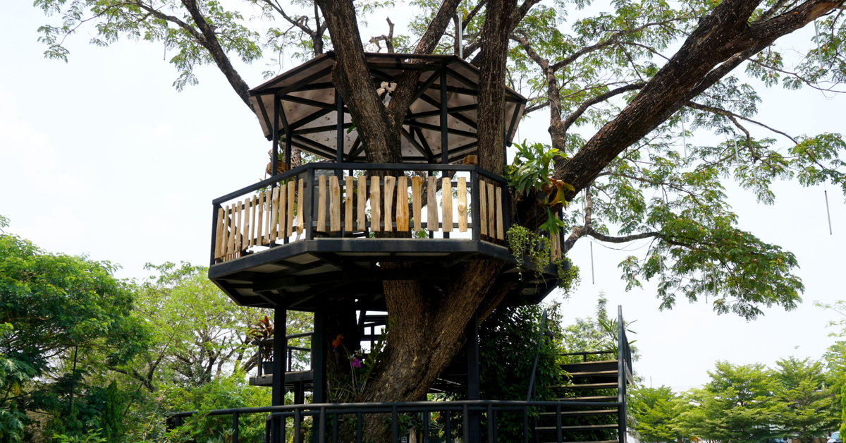 Gazebo Style Treehouse on Backyard